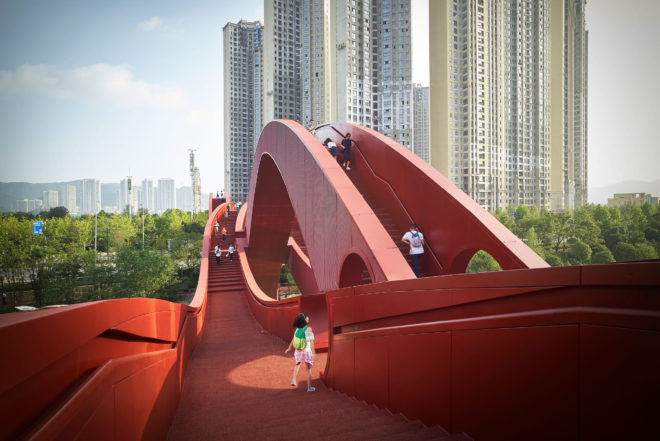 China's Sinuous 'Lucky Knot' Bridge Has No Beginning and No End